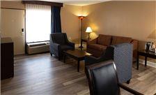 king-bed-suite-of-hotel-pentagon-virginia-th-12.jpg