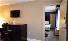 two-bedroom-suite-th-4.jpg