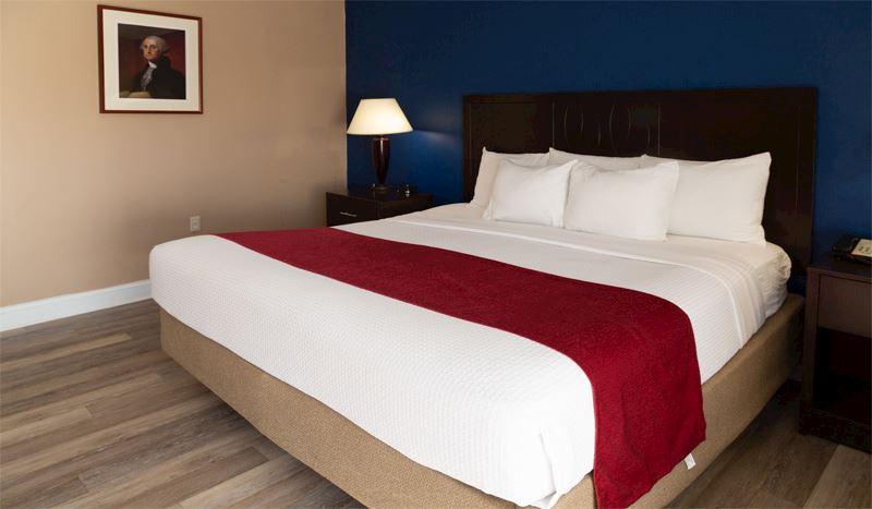 Hotel Pentagon arlington virginia Two Bedroom Suite- 1 King & Two Queen Beds